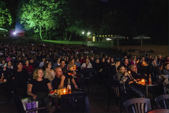 Blick von der Bühne auf die Zuschauer bei Open-Air-Event